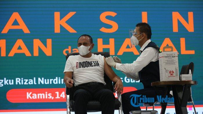 BERITA FOTO Gubernur Sumut Edy Rahmayadi Memejamkan Mata Saat Disuntik Vaksin COVID-19 Sinovac
