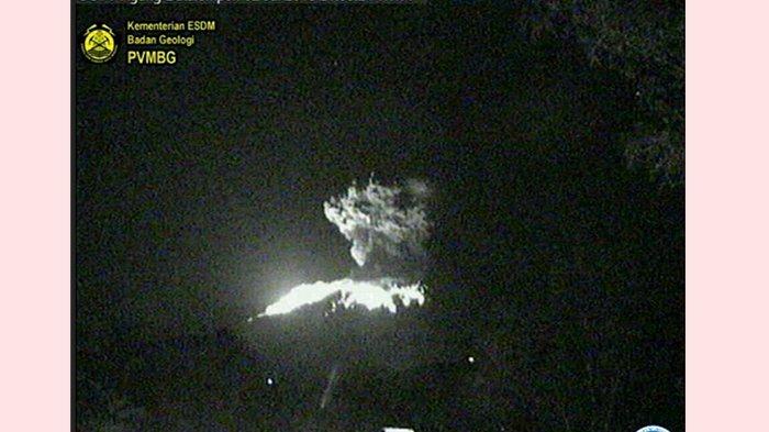 Gunung Agung Sampai Lontarkan Lava Pijar Keluar Kawah Setelah Terjadi Erupsi Besar