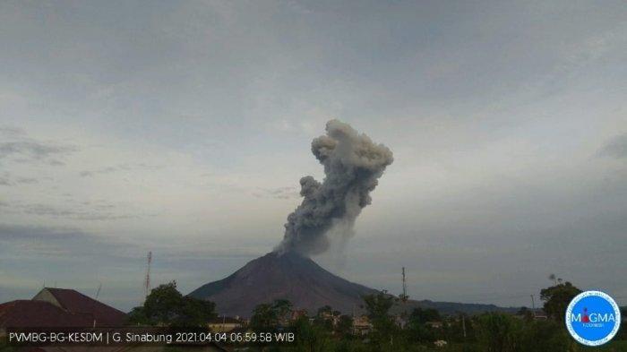 Aktivitas Meningkat, Gunung Sinabung Kembali Muntahkan Abu Setinggi 1000 Meter
