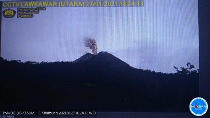 Sinabung Kembali Erupsi, Luncurkan Abu Vulkanik 500 Meter ke Arah Timur