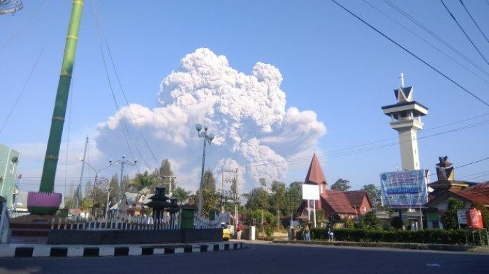 Hari Ini, Sinabung Kembali Alami Awan Panas Guguran, Jarak Luncur Sejauh 2000 Meter