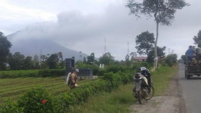 Dua Kali Erupsi, Sinabung Hembuskan Abu Vulkanik Selama Setengah Jam