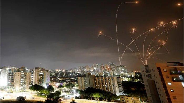 Sistem pertahanan udara Israel, Iron Dome mencegat roket yang ditembakkan Hamas