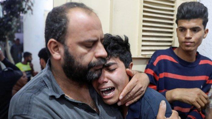 Histeris keluarga korban serangan udara Israel di Gaza