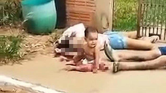 Hanya Pakai Popok, Bayi Ini Menangis di Genangan Darah Orangtuanya, Kisah di Baliknya Buat Merinding