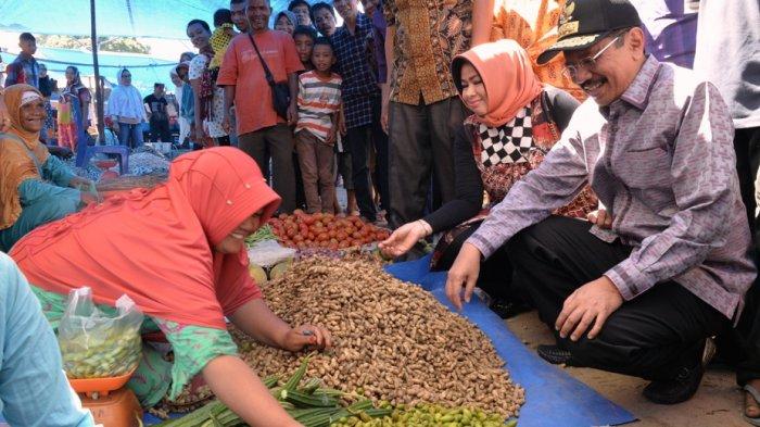 Jelang Ramadan, Tengku Erry Pantau Harga di Pasar Aek Godang Paluta