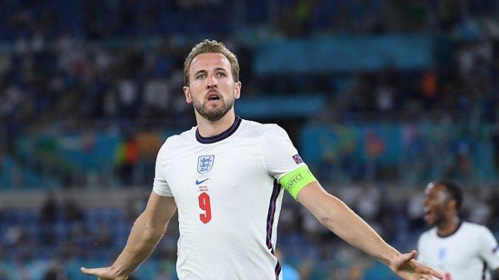 Pemain depan Inggris Harry Kane merayakan mencetak gol pada laga perempat final UEFA EURO 2020 antara Ukraina dan Inggris di Stadion Olimpiade di Roma, 3 Juli 2021 waktu setempat.