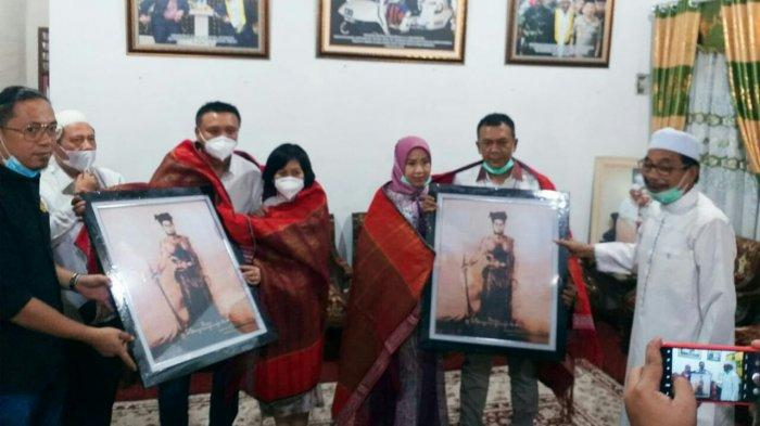 Kajati Sulteng dan Koordinator Jampidsus Diupa-upa dan Diulosi oleh Syekh KH Ali Akbar Marbun