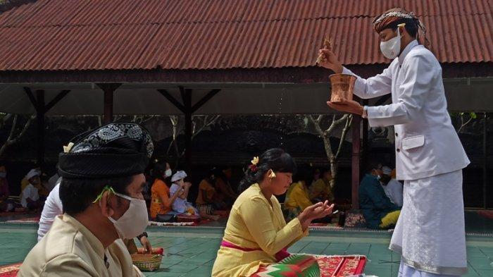 Umat Hindu di Medan Rayakan Hari Raya Kuningan, Wujud Syukur Diberi Keberkatan di Tengah Pandemi