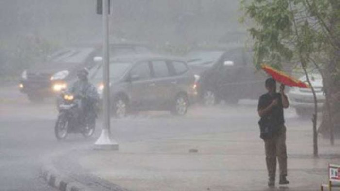 Saat Hujan Deras Disertai Petir Menggelegar, Baca Doa Memohon Hujan Reda, Lengkap Doa Minta Hujan