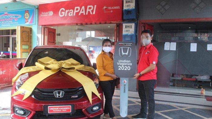 Pelanggan Setia Telkomsel Asal Rantau Prapat Bawa Pulang 1 Unit Mobil Honda Brio