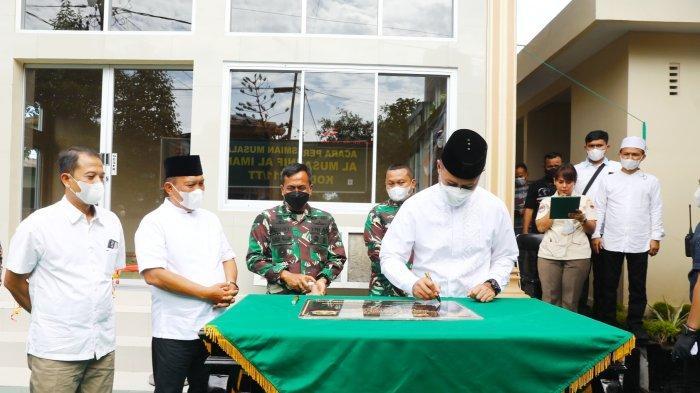 Wagub Sumut Musa Rajekshah yang karib disapa Ijeck meresmikan Musala Al-Musannif di Markas Komando Distrik Militer (Makodim) 0211/TT di Jalan Sisingamangaraja, Sibolga, Sabtu (25/9/2021).