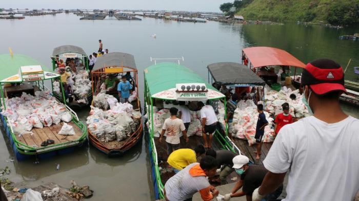 Air Danau Toba Tercemari Bangkai Ikan