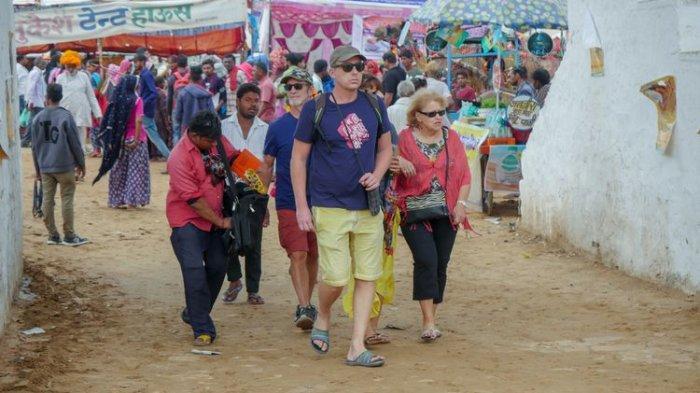 Nekat Langgar Aturan Lockdown, Turis Asing Ini Dihukum Nulis Sorry 500 Kali