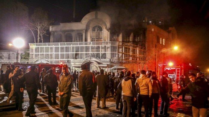 Heboh, Seorang Imam Nyaris Dibakar Jamaah karena Terlalu Lama Pimpin Salat