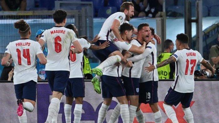 Para pemain timnas Inggris merayakan gol keempat dalam pertandingan Ukraina vs Inggris pada perempat final Euro 2020 di Stadion Olimpico, Roma, Italia, Minggu (4/7/2021) dini hari WIB.