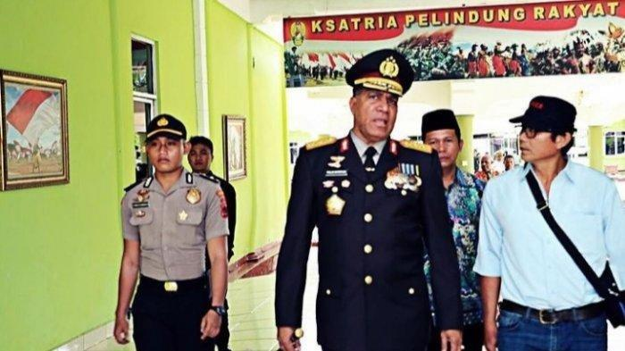Inspektur Satu (Iptu) Hotma PA Manurung (kiri) saat jadi ajudan Kapolda Papua Irjen Pol Paulus Waterpauw, pada 2017 lalu.