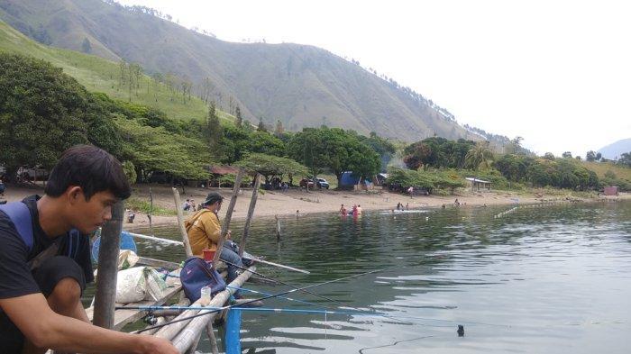 Sensasi Memancing di Pinggiran Danau Toba, Bisa Dapat Ikan dan Nikmati Udara Segar
