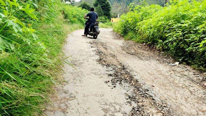 Baru Tiga Bulan Diperbaiki, Jalan Desa Hancur Lagi, Kondisinya Memperihatinkan