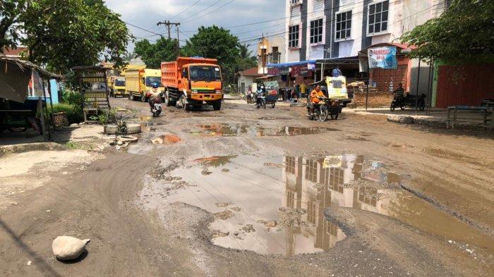 Jalan Lintas Menuju Wisata Bahorok Mirip Lintasan Off-road, Warga: Hancur Lebur