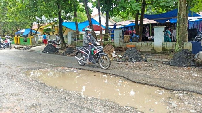 Pernah Ditinjau Bobby Nasution dan Anak Jokowi, Jalan Ini Masih Hancur Lebur