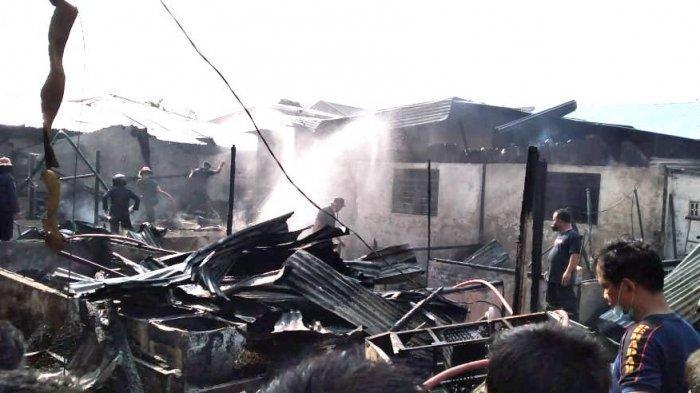 Terdengar Ledakan dari Rumah Pedagang Kue yang Terbakar di Jalan Kiwi
