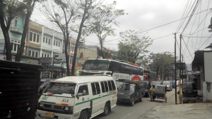 Akhir Pekan, Jalan Brigjen Katamso Macet Panjang