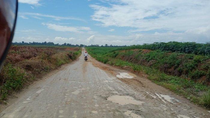 Jalan di Desa Silau Rakyat Butuh Perhatian, Hancur Lebur dan Berlumpur
