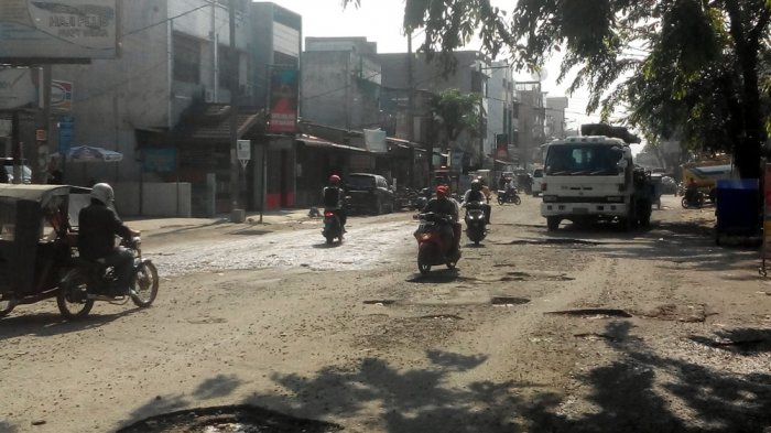 Hati-hati Melintas di Jalan Denai, Banyak Lubang dan Berdebu