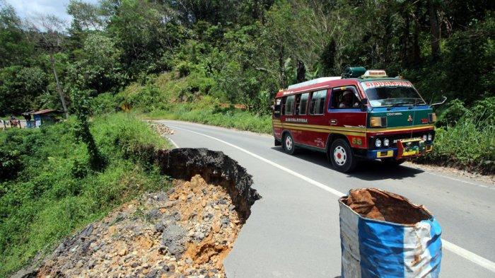 Jalan Lintas di Tapanuli Selatan Makin Memprihatinkan, Sopir Mengeluh