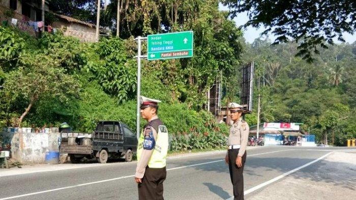 Antisipasi Kemacetan Menuju Lokasi Wisata Berastagi, Polisi Ditempatkan Jalur Perlintasan