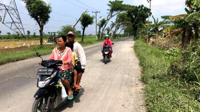 Jalan Tambal Sulam Kelurahan Tunggurono Bikin Sesak Nafas, Dibiarkan Setelah Dikorek Dua Bulan
