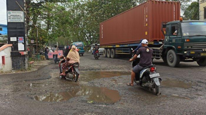 Jalan Banyak Lubang dan Bergelombang, Warga Titi Pahlawan: Semoga Wali Kota Baru Penuhi Janjinya