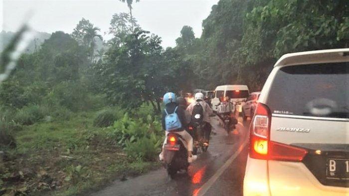 Jalur Wisata Medan-Berastagi Macet Parah, Kendaraan Roda Empat Terjebak Berjam-jam