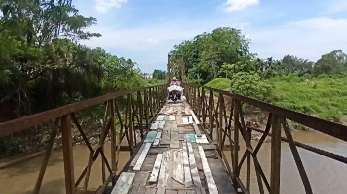 Sudah Ditinjau Bobby Nasution Tapi kok Jembatan Gang Mesjid Belum Diperbaiki? Warga Terheran-heran