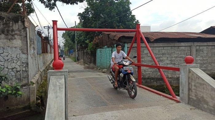 Pengusaha Tak Mau Bantu Perbaikan Jembatan, Warga Pasang Palang di Jembatan Jalan Swadaya