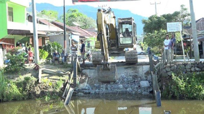 Jembatan Tanjung Pasir di Porsea Ambruk, Masyarakat Sekitar Kesulitan Air Bersih