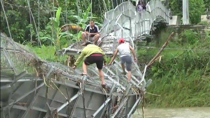Jembatan Penghubung Empat Kecamatan di Nias Utara Hancur Diterjang Banjir