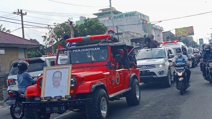 Peti Jenazah Asner Silalahi Diarak Keliling Kota, Lintasi Balai Kota Pematangsiantar
