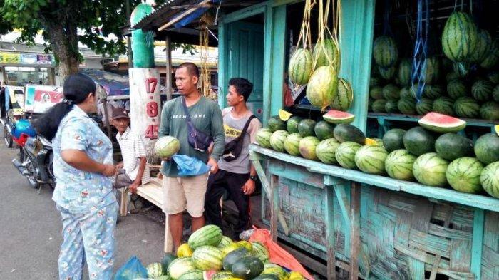 Jendral Buah dari Binjai tak Takut Rugi Meski Penjualan Sepi dan Saling Berbagi