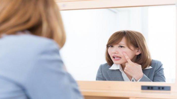 BERITA KESEHATAN - Cara Atasi Jerawat dan 5 Manfaat Kulit Pisang, Tips Mempercantik Kulit Wajah