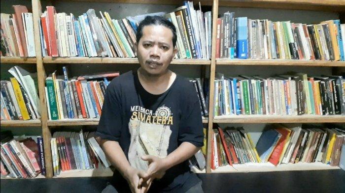Berangkat Dari Keresahan, Jhon Bangun Pengarsipan Buku Lokal Secara Mandiri