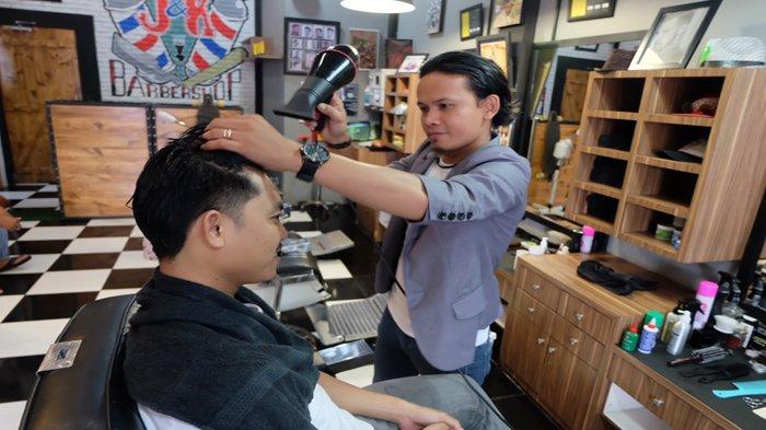 Pangkas di J&K Barbershop Gratis Voucher untuk Member TFC Premium