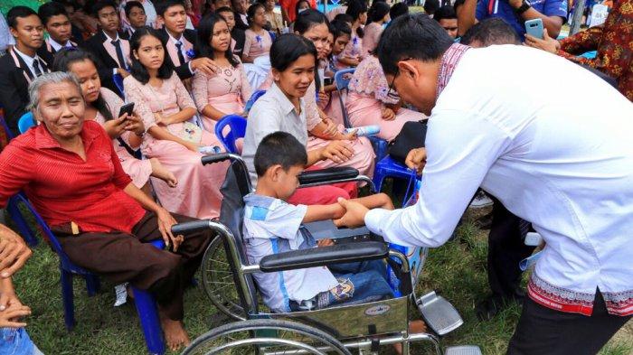 Hadiri Perayaan Natal, Bocah Disabilitas Dapat Hadiah Tak Terduga dari JR Saragih