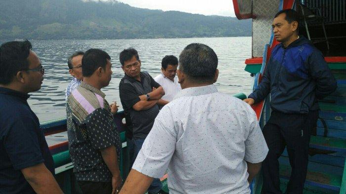 Begini Cara Jr Saragih, Jaga Kebersihan Danau Toba