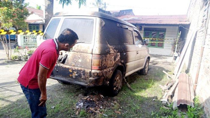 Pujianto, jurnalis Metro TV Sergai diteror OTK, Senin (31/5/2021) dinihari. Mobil miliknya terbakar dan beruntung tidak sampai menimbulkan korban jiwa.(TRIBUN MEDAN/INDRA GUNAWAN SIPAHUTAR)