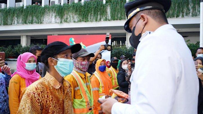 Istimewa! HUT ke-431 Kota Medan, Bobby Nasution Muliakan Petugas Kebersihan Kota