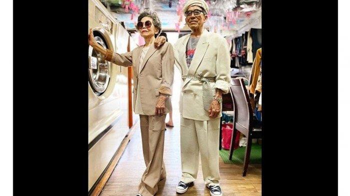 Bergaya dengan Pakaian yang Ditinggal Pemiliknya, Pasangan Kakek Nenek Pemilik Laundry Viral