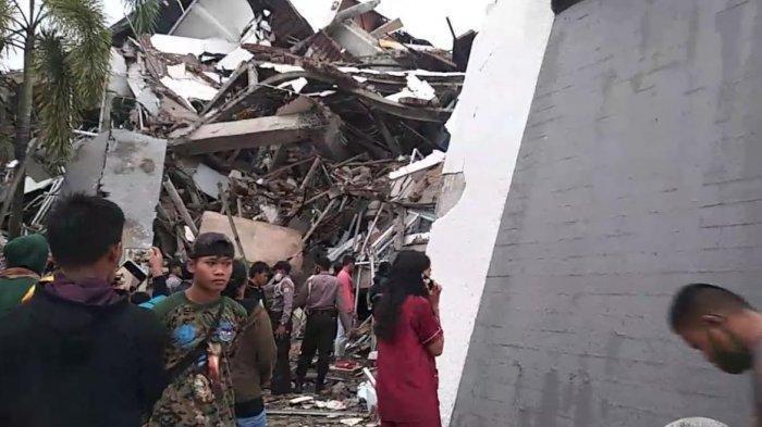 Kantor Gubernur Sulbar ambruk setelah diguncang gempa magnitudo 6.2