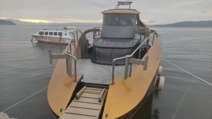 Kapal Gok Nauli Berkapasitas penumpang 30 orang